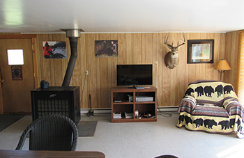 Living Area Picture of Hunting Lodge in Manitoba