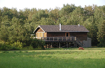 Deer bear hunting lodge trips guides in manitoba for Manitoba fishing lodges